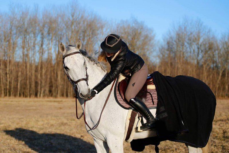 Triin Kattel hobusega Dunkan Niitväljal. Erakogu