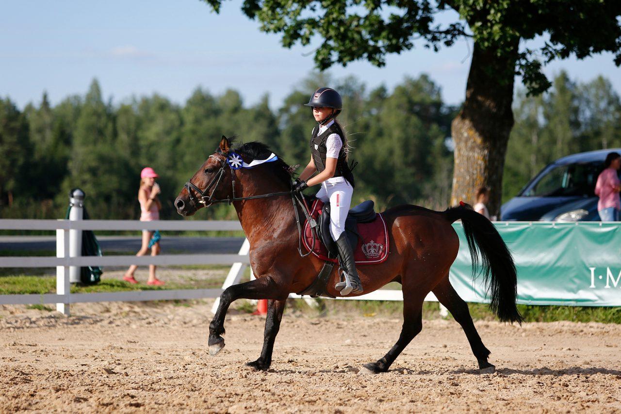 Ponikarika Suure Ringi võitjad - Annabel Aruksaar ja Trikk. Foto: Celin Lannusalu